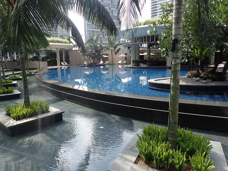 Grand hyatt hotel kuala lumpur tripatrek travel for Chicken in swimming pool