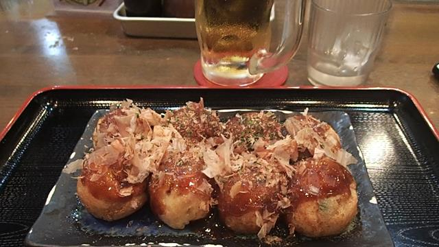 Takoyaki with beer before the flight