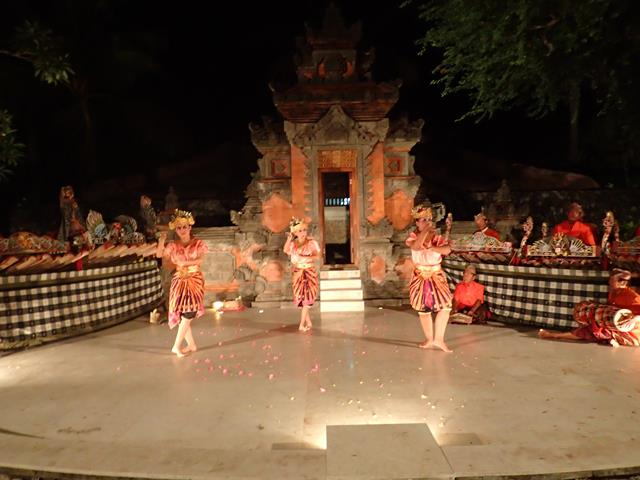 Balinese dance performance at Pasar Senggol Nusa Dua