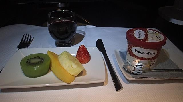 Dessert in Business Class Cathay Pacific