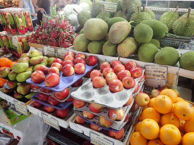 Fresh fruit at Ben Thanh Markets