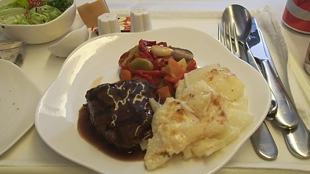 Grilled beef with Potato Gratin on Vietnam Airlines