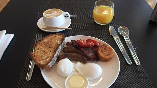 Signature Breakfast at Qantas First Class Lounge