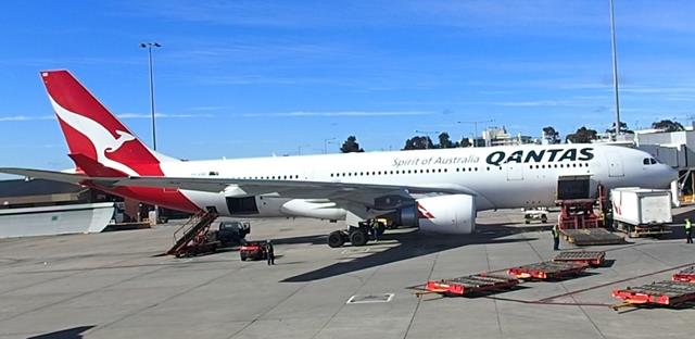Qantas Business Class Melbourne to Sydney A330-200