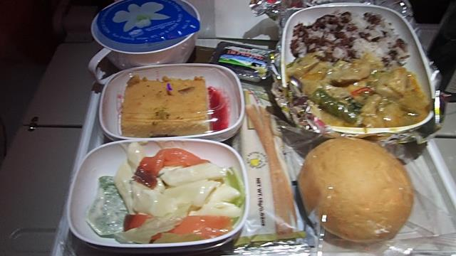 Food on Emirates A380 Economy Class