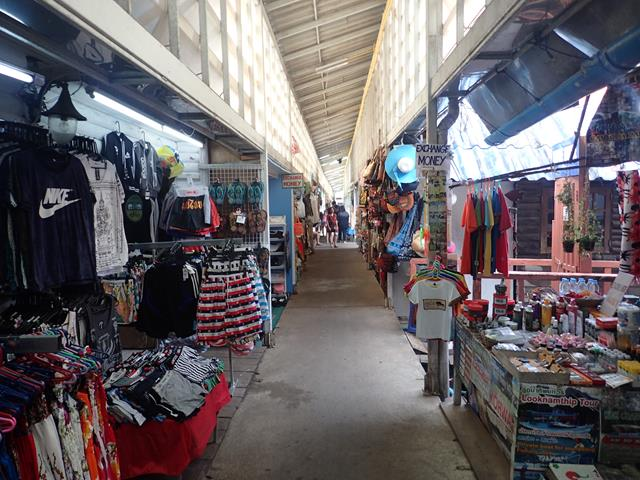 Markets at Bang Bao Pier