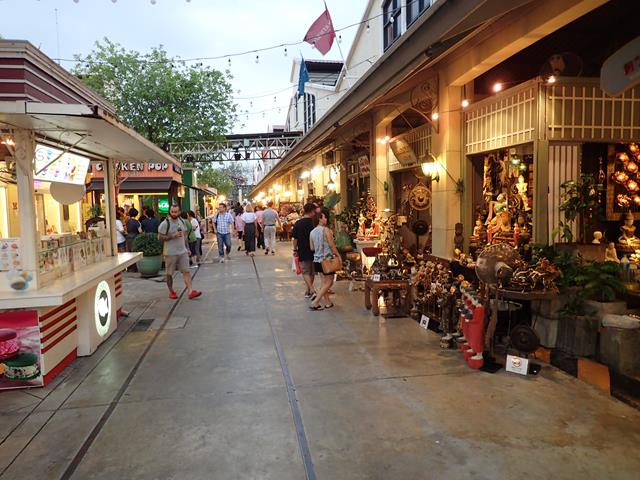Open air markets at Asiatique Bangkok
