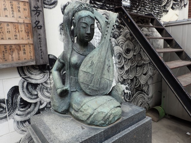 Statue at Kabuki Benzaiten Shrine