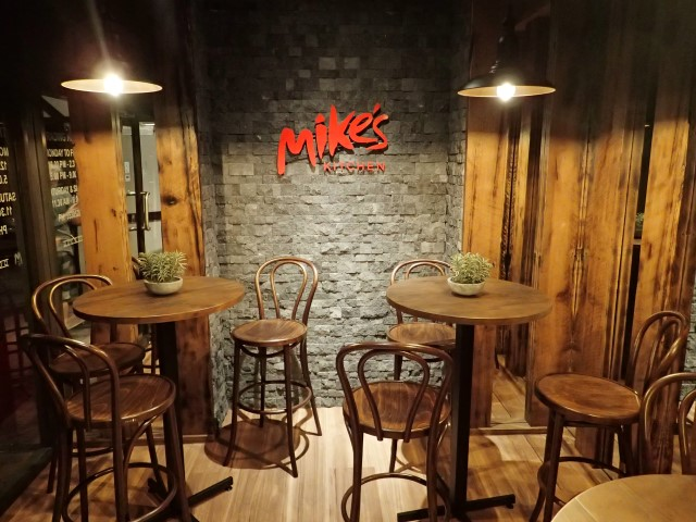 Awesome Steak at Mike\'s Kitchen on the Gold Coast | tripAtrek Travel