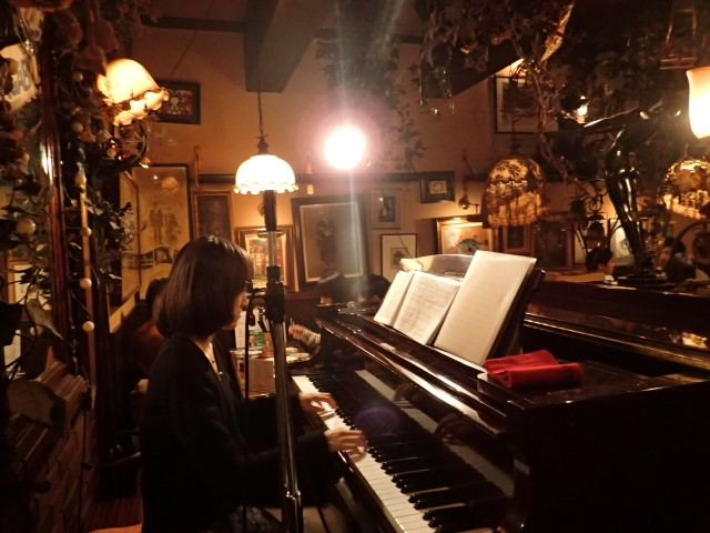 Cool Piano Bar in Shinjuku
