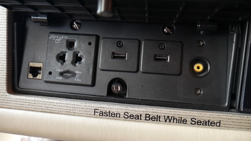 USB Ports at the seat onboard SQ A380