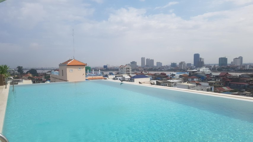 Infinity Pool at Sun and Moon Urban Hotel