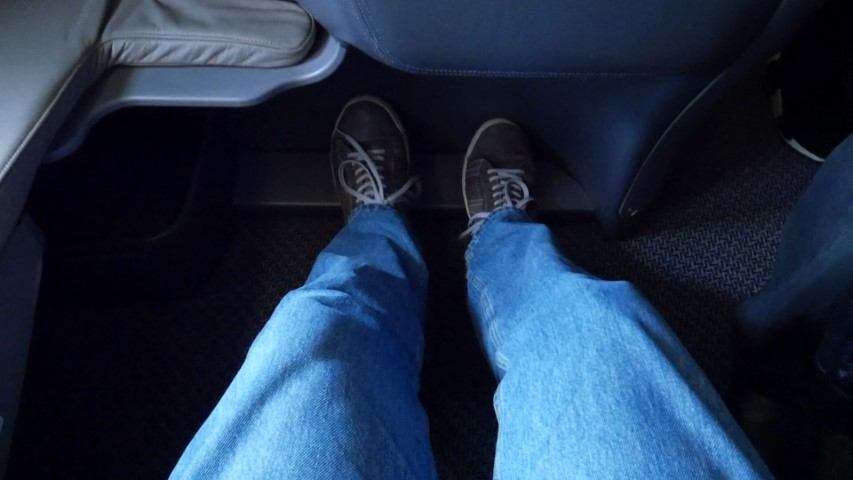 Leg Room on Singapore Airlines B777-300ER Business Class