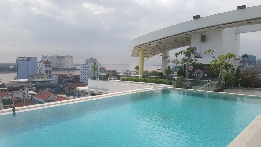 Rooftop pool at Sun and Moon Urban Hotel