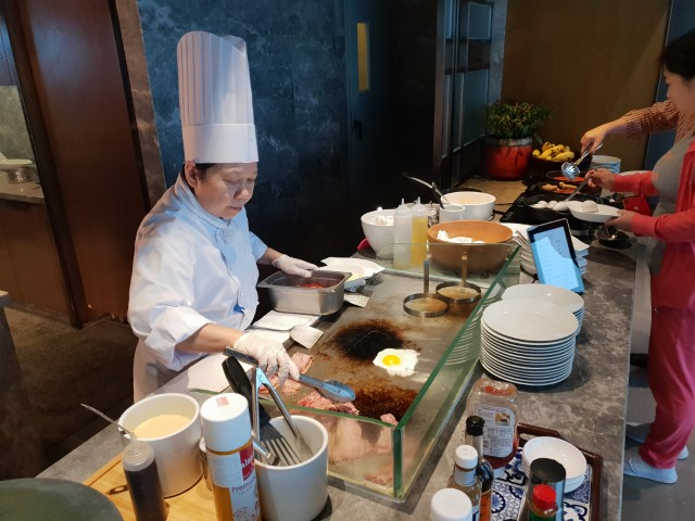 Chef cooking breakfast at the Club Lounge Grand Hyatt Macau