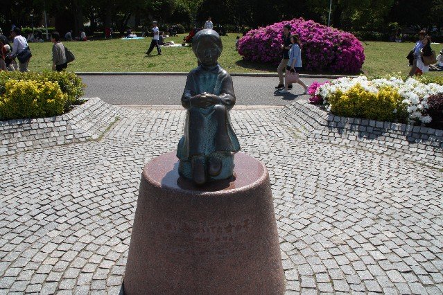 Girl with the red shoes statue in Yamashita Park