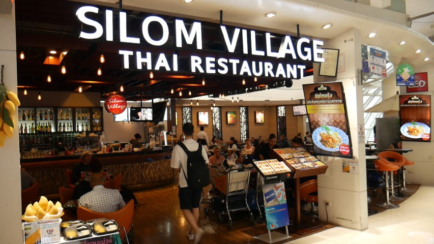 Loads of food options at Bangkok Suvarnabhumi Airport