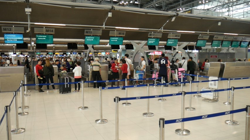 No queue at Cathay Pacific Check in counters